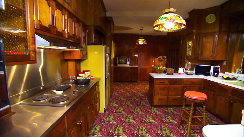 A look inside Elvis Presley's kitchen in Graceland | Daniel Scott ...